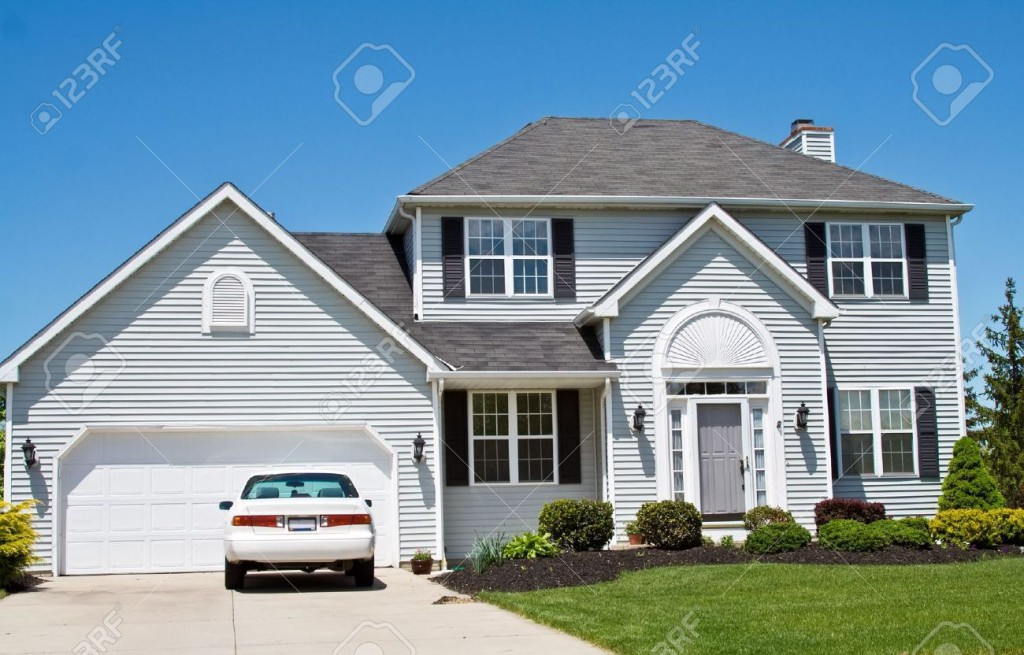 3071089-An-American-Ohio-suburban-home-neat-and-tidy-One-car-in-the-driveway--Stock-Photo