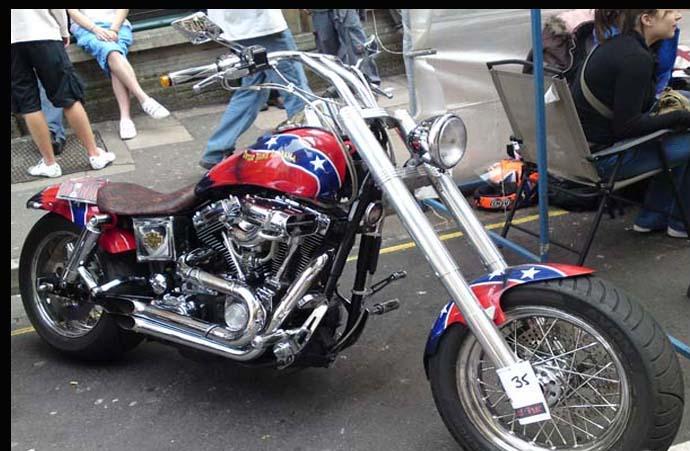 Harley Davidson раскрашенный в флаг Конфедерации