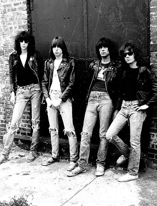"Ramones. Ниже песня ""Sheena is a Punk Rocker"""