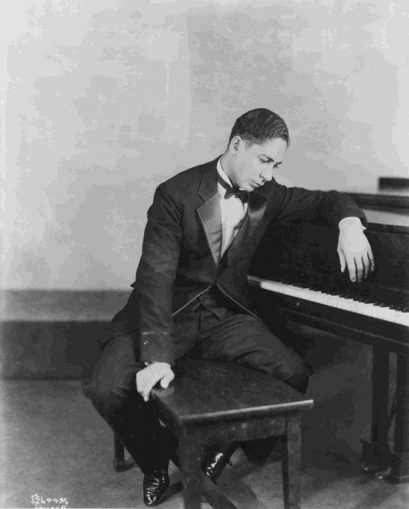 """К слову, Джелли Ролл Мортон еще и яркий пример того, что называлось """"диксиленд"""", то есть явления, когда белые музыканты играли черный джаз"""